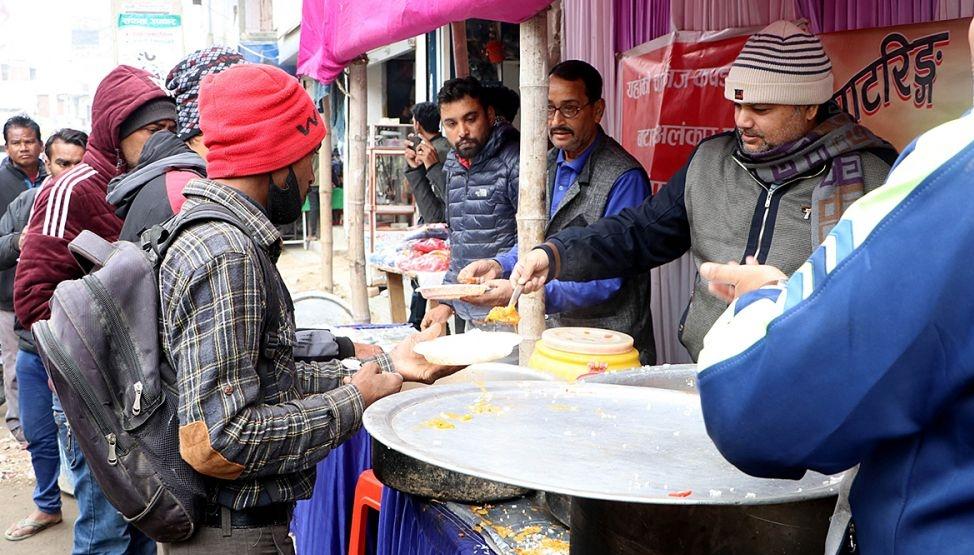 १० रुपैयाँमा पेटभरि खाना !