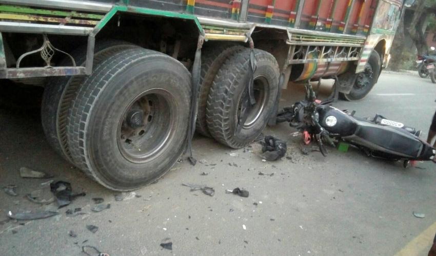 ट्रक र मोटरसाइकल ठोकिदा २ जना घाइते